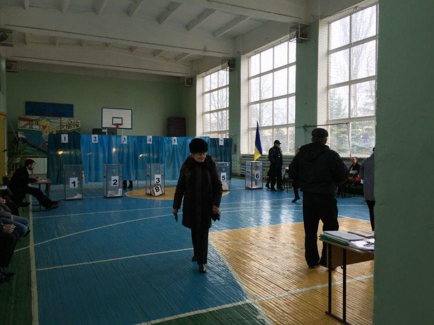 В горизбирком Кривого Рога поступило  сообщение о том, что на избирательном участке обнаружен подозрительный пакет (ФОТО, ДОПОЛНЕНО) (фото) - фото 1