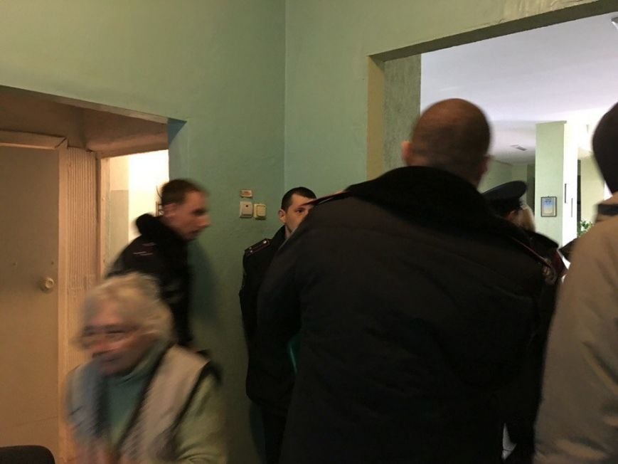В горизбирком Кривого Рога поступило  сообщение о том, что на избирательном участке обнаружен подозрительный пакет (ФОТО, ДОПОЛНЕНО), фото-4