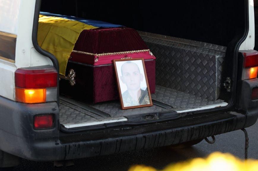 У Тернополі сьогодні зранку на Збаразькому кільці зустріли тіло загиблого героя (фото) (фото) - фото 1