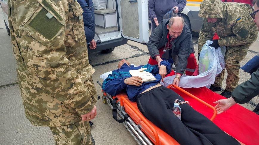 Из Донбасса в Одессу прибыл борт с 12 бойцами: пять тяжелых (ФОТО) (фото) - фото 1