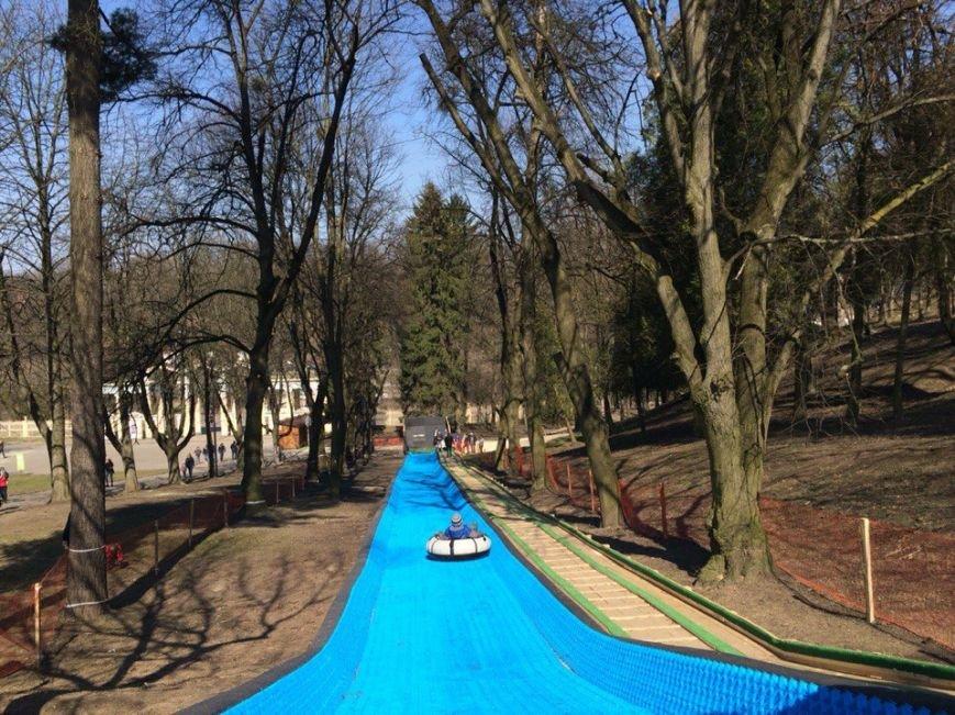 У Парку культури з'явилася гірка для тюбінгу: скільки коштує і хто може кататись (ФОТО) (фото) - фото 1