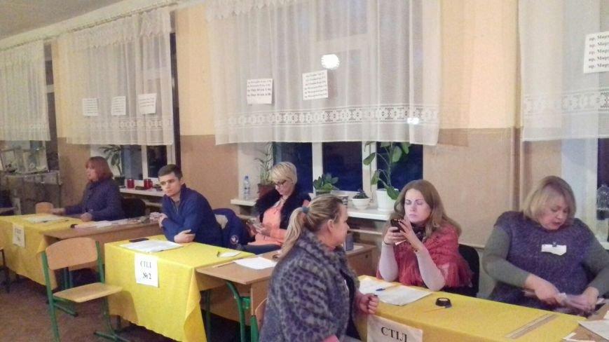 На избирательных участках Кривого Рога готовятся к подведению итогов голосования (фото) - фото 1