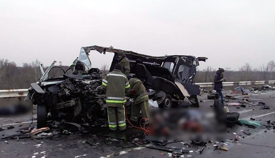 Микроавтобус из Луганской области попал а автокатастрофу - восемь погибших (ФОТО) (фото) - фото 1