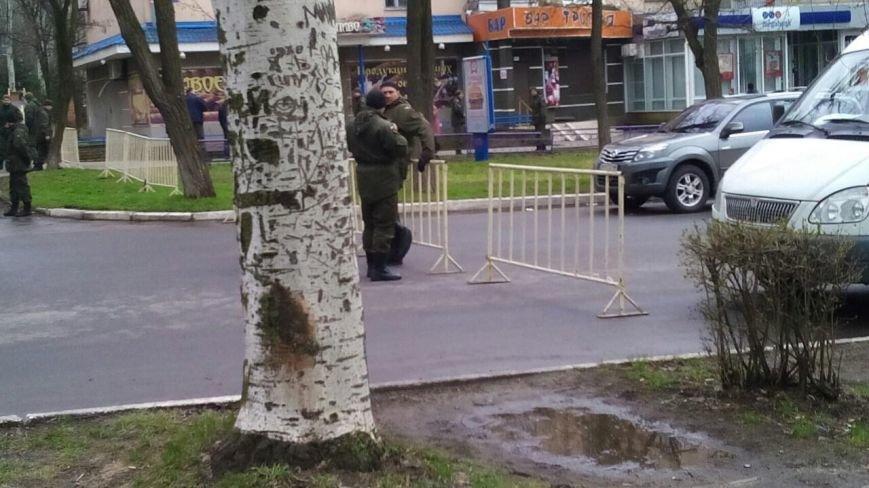 Краматорск ждет Порошенко: центральную площадь окружили бронетехникой (ФОТО) (фото) - фото 6