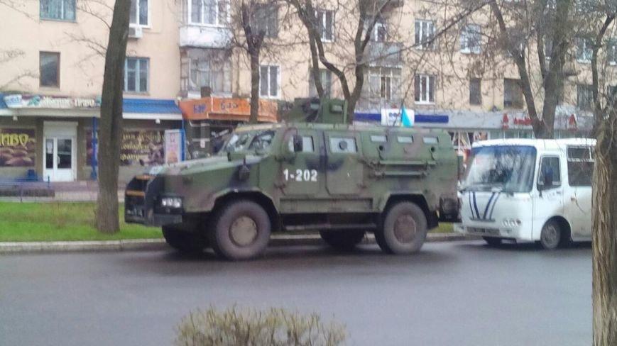 Краматорск ждет Порошенко: центральную площадь окружили бронетехникой (ФОТО) (фото) - фото 5