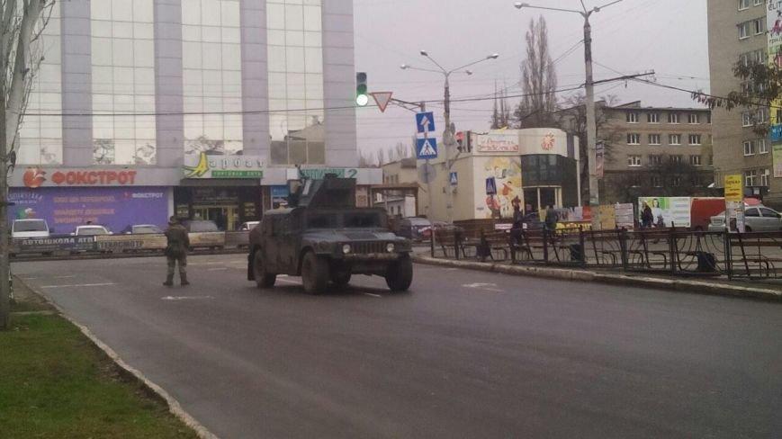 Краматорск ждет Порошенко: центральную площадь окружили бронетехникой (ФОТО) (фото) - фото 11