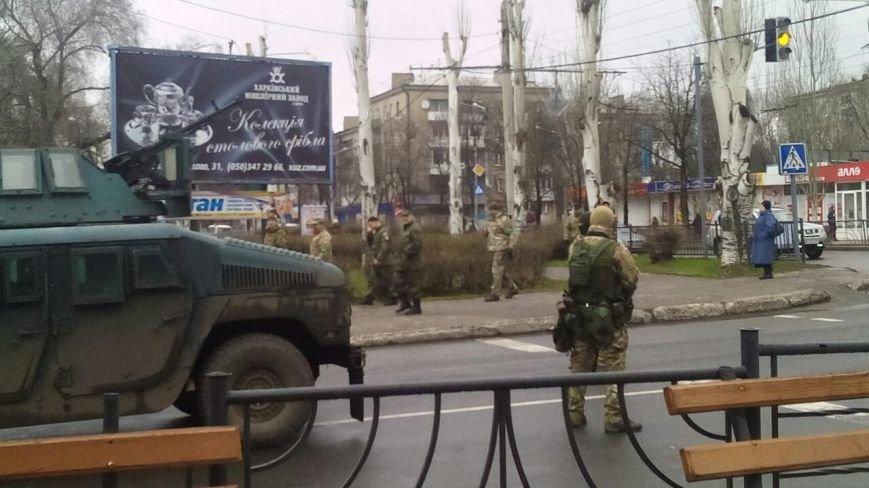 Краматорск ждет Порошенко: центральную площадь окружили бронетехникой (ФОТО) (фото) - фото 8