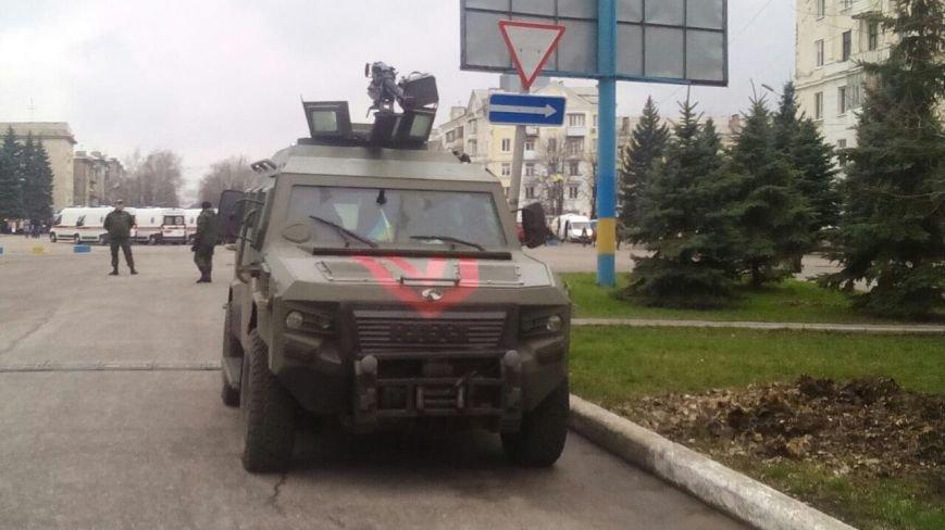 Краматорск ждет Порошенко: центральную площадь окружили бронетехникой (ФОТО) (фото) - фото 7