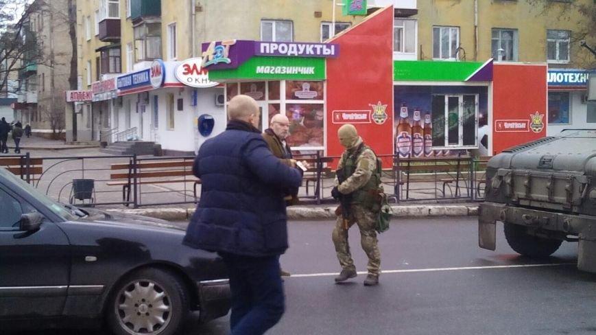 Краматорск ждет Порошенко: центральную площадь окружили бронетехникой (ФОТО) (фото) - фото 9