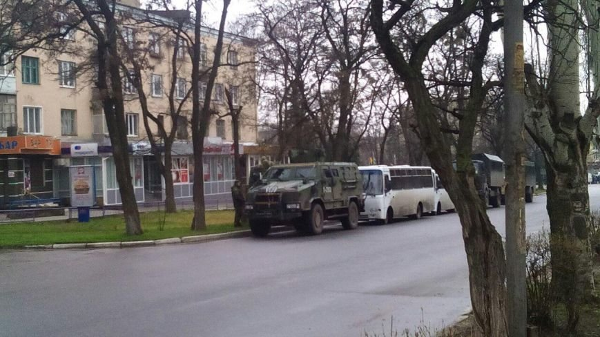 Краматорск ждет Порошенко: центральную площадь окружили бронетехникой (ФОТО) (фото) - фото 10