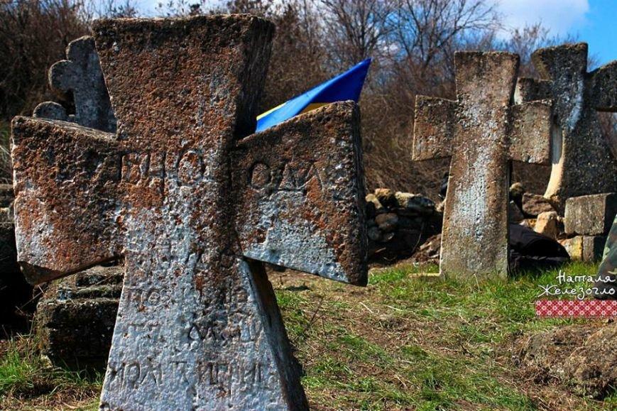 148ff4f02a1d100b5e24d6653eed34c3 Вместе – сила! Одесские патриоты привели в порядок старинное казацкое кладбище