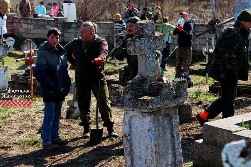Вместе – сила! Одесские патриоты привели в порядок старинное казацкое кладбище (ФОТО) (фото) - фото 2