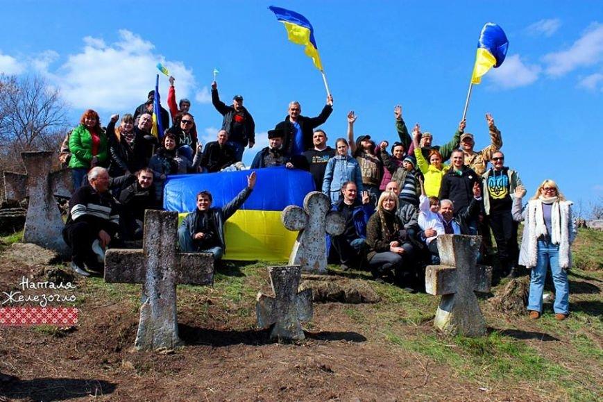 60f8862800a36f308ecda788367d36f5 Вместе – сила! Одесские патриоты привели в порядок старинное казацкое кладбище