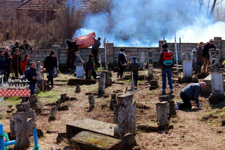 6e19e57e337c7d6a7533c1b012b57281 Вместе – сила! Одесские патриоты привели в порядок старинное казацкое кладбище