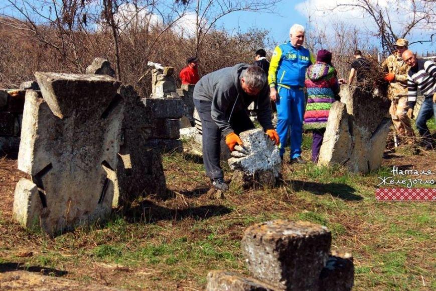 Вместе – сила! Одесские патриоты привели в порядок старинное казацкое кладбище (ФОТО) (фото) - фото 3