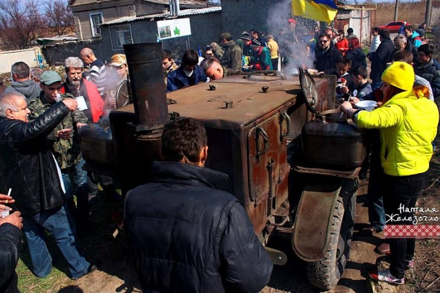 be6e0ad5f84f5e34a24481600db7eedb Вместе – сила! Одесские патриоты привели в порядок старинное казацкое кладбище