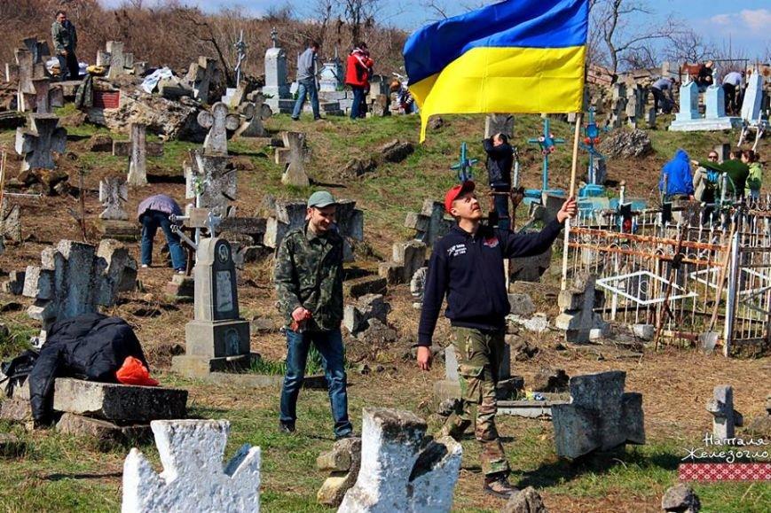 c7d0b7e37a669930327fcdb5f7021068 Вместе – сила! Одесские патриоты привели в порядок старинное казацкое кладбище