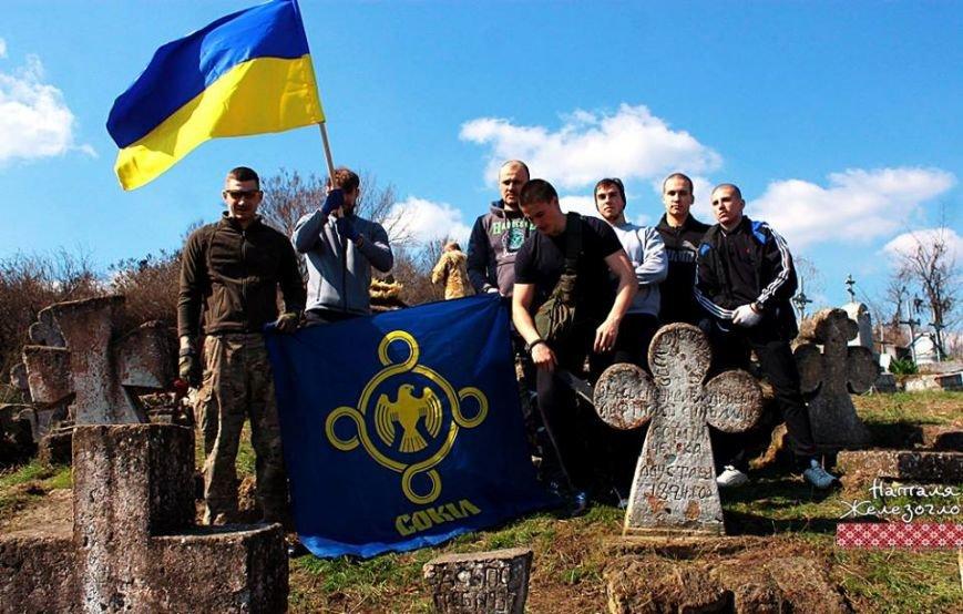 d451a9c64bfc0e792e2ea55d1b4d66c9 Вместе – сила! Одесские патриоты привели в порядок старинное казацкое кладбище