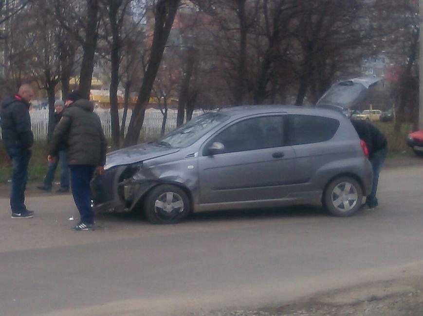 В Кировограде произошло ДТП - столкнулись два автомобиля (ФОТО), фото-1