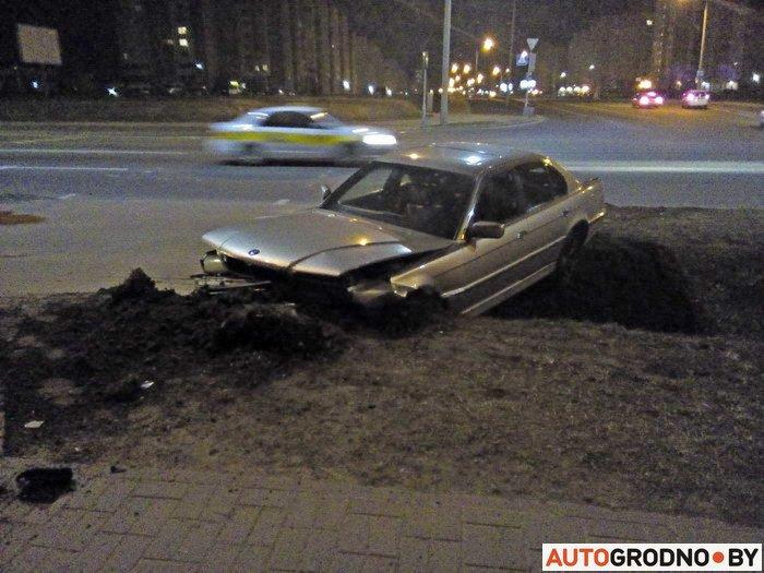 Фотофакт: в Гродно ночью на Вишневце в кювет вылетел