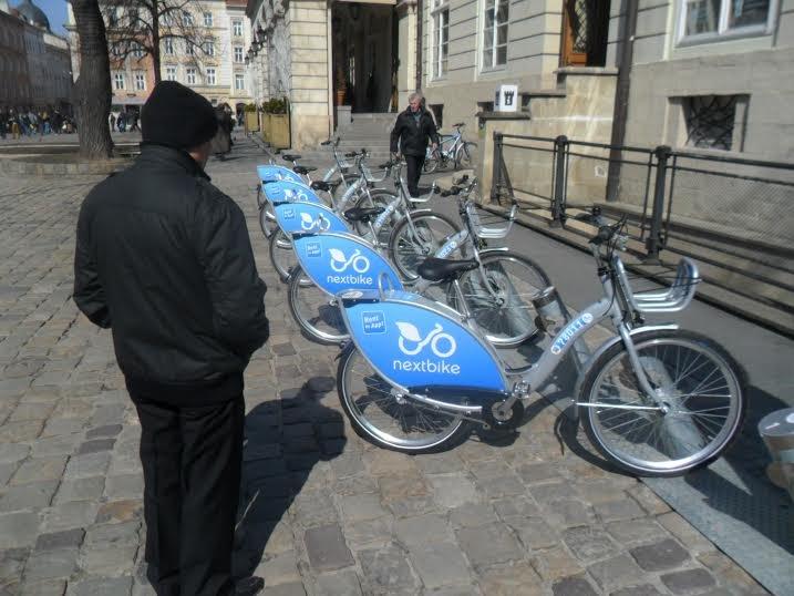 На площі Ринок запрацював муніципальний велопрокат: скільки це коштує (ФОТО), фото-1