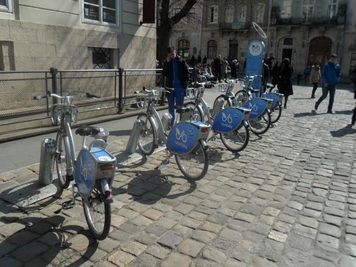 На площі Ринок запрацював муніципальний велопрокат: скільки це коштує (ФОТО), фото-3