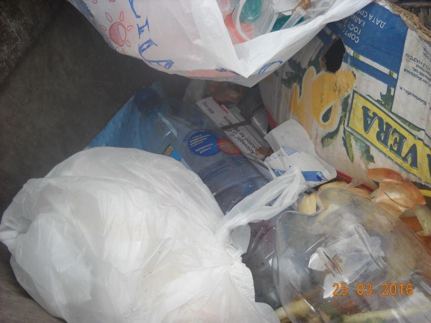 Медработники одесской поликлиники выбрасывают использованные шприцы и лекарства в открытый бак (ФОТО) (фото) - фото 3