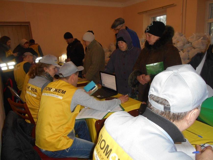 Помощь для «серой зоны»: волонтеры Штаба Ахметова побывали в Артемово (ФОТО) (фото) - фото 3