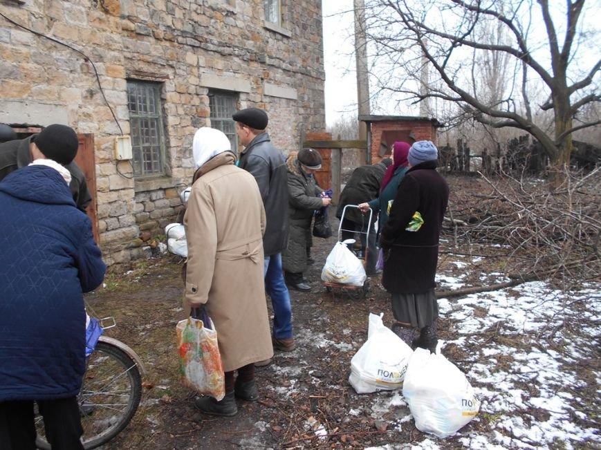 Помощь для «серой зоны»: волонтеры Штаба Ахметова побывали в Артемово (ФОТО) (фото) - фото 1