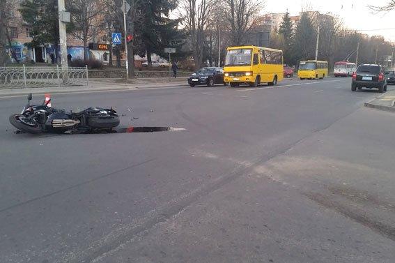 У Рівному у ДТП постраждав мотоцикліст [ФОТО] (фото) - фото 2