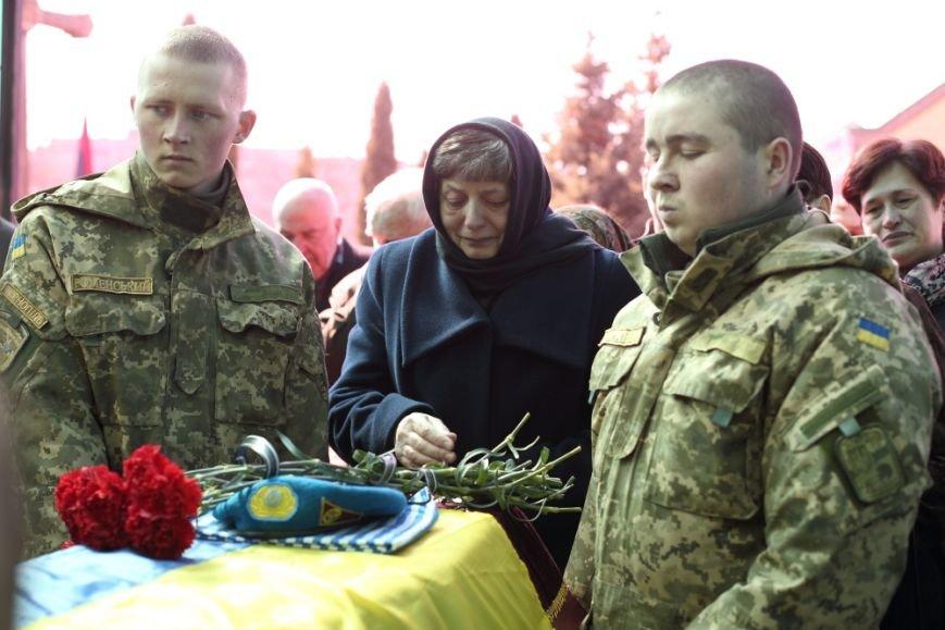 У Тернополі провели в останню путь бійця 80-ї бригади Андрія Питака (фото) - фото 1