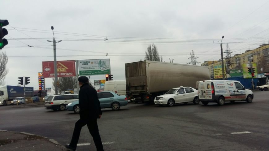 ДТП на Донецком шоссе: фура столкнулась с