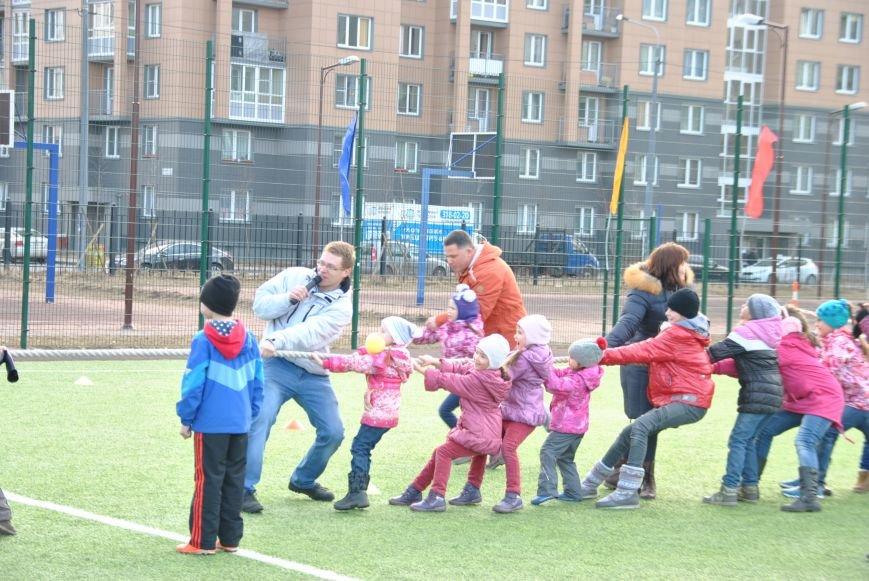 Жители поселка Шушары встретились на веселом соревновании «Наш спортивный двор», фото-1