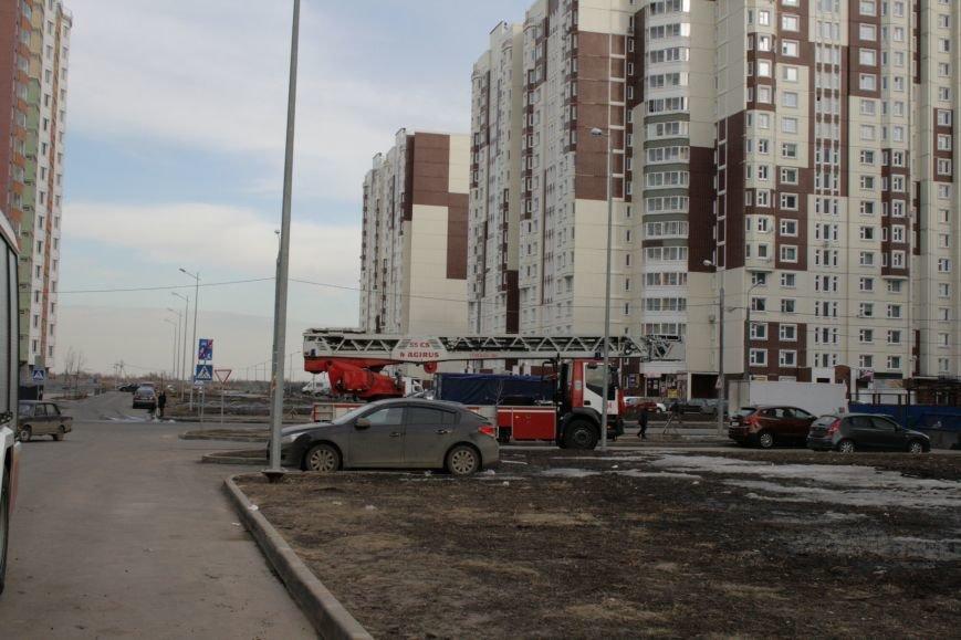 В новой Москве в Новых Ватутинках в жилом доме загорелся мусоросборник, фото-3