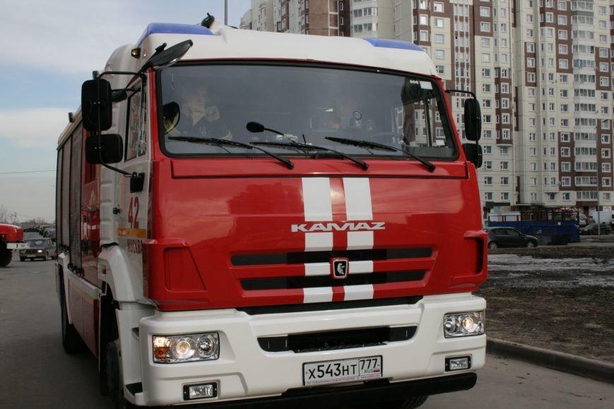 В новой Москве в Новых Ватутинках в жилом доме загорелся мусоросборник, фото-2