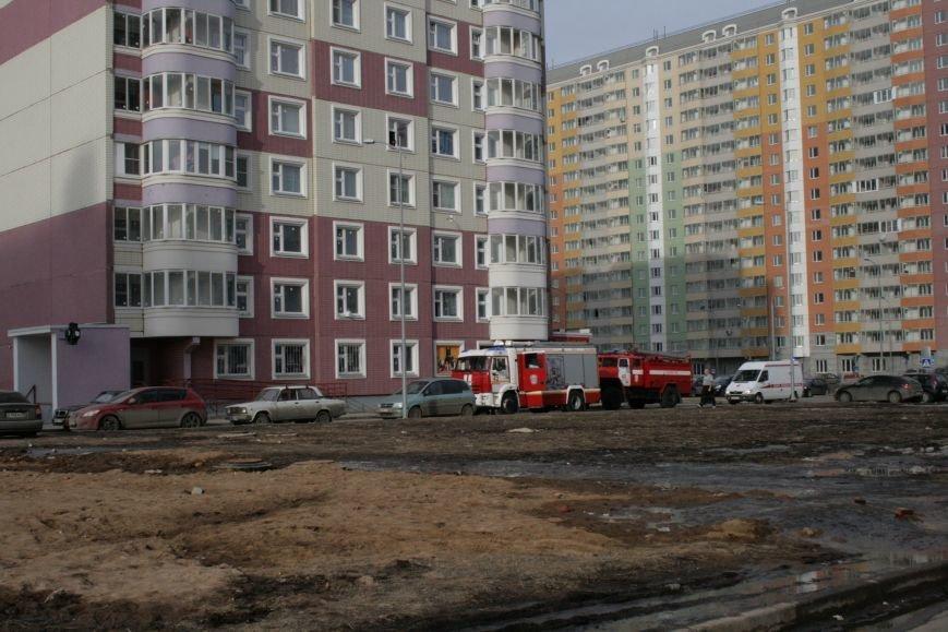 В новой Москве в Новых Ватутинках в жилом доме загорелся мусоросборник, фото-1
