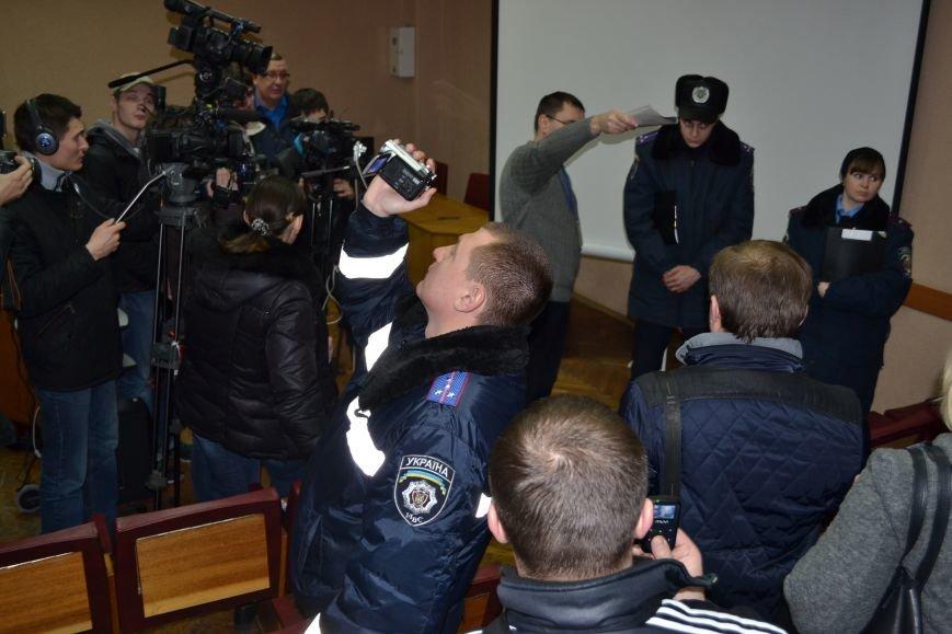 Стало известно, кто установил систему видеонаблюдения в помещени горизбиркома Кривого Рога (ФОТО), фото-3