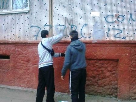 Неравнодушные херсонцы приводят город в порядок (фото) - фото 3