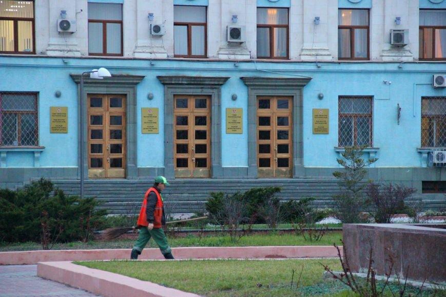 Ручная работа: как убирают центр Симферополя (ФОТО) (фото) - фото 3