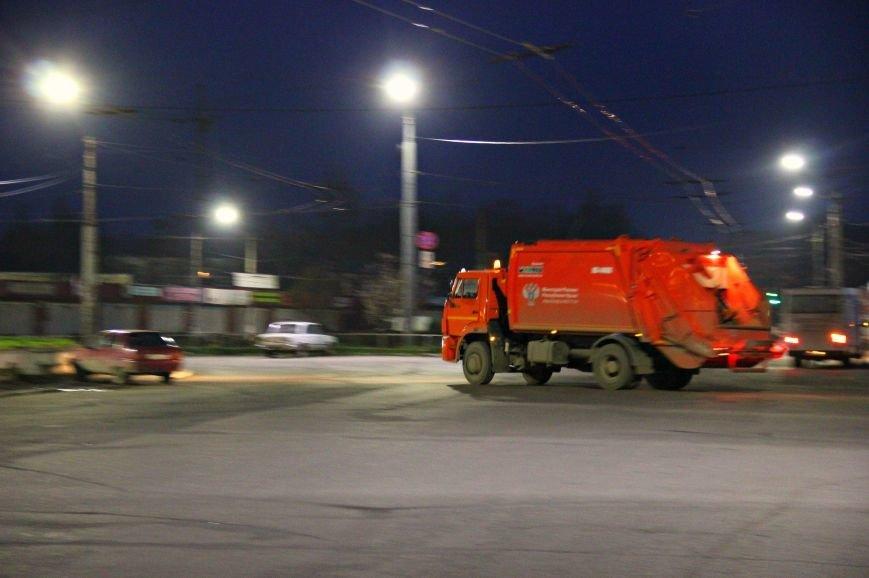 Ручная работа: как убирают центр Симферополя (ФОТО) (фото) - фото 1