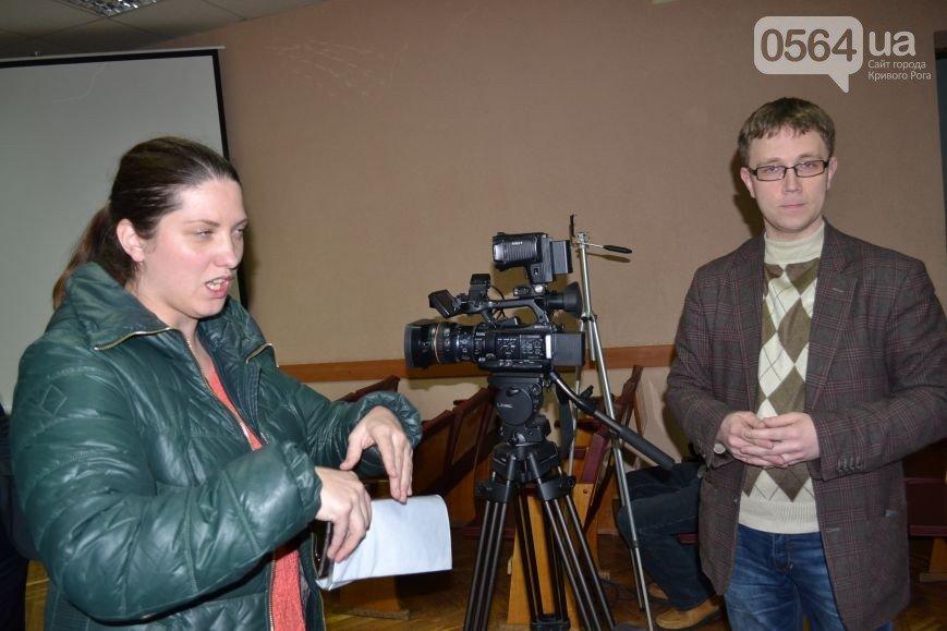 В Кривом Роге: горизбирком признал Вилкула мэром, несуществующее издание установило видеокамеры в ГИК, горела Металлургическая академия (фото) - фото 2