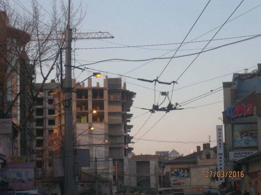 У Тернополі посеред білого дня вмикають вуличне освітлення (фото) (фото) - фото 1