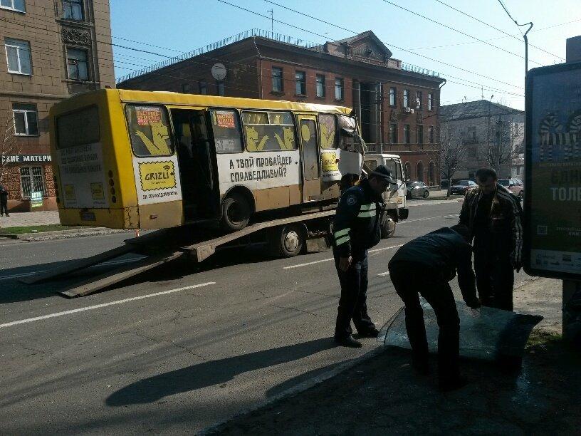 В Мариуполе маршрутка столкнулась с троллейбусом. Пострадали 8 человек (ФОТО+ДОПОЛНЕНО), фото-6