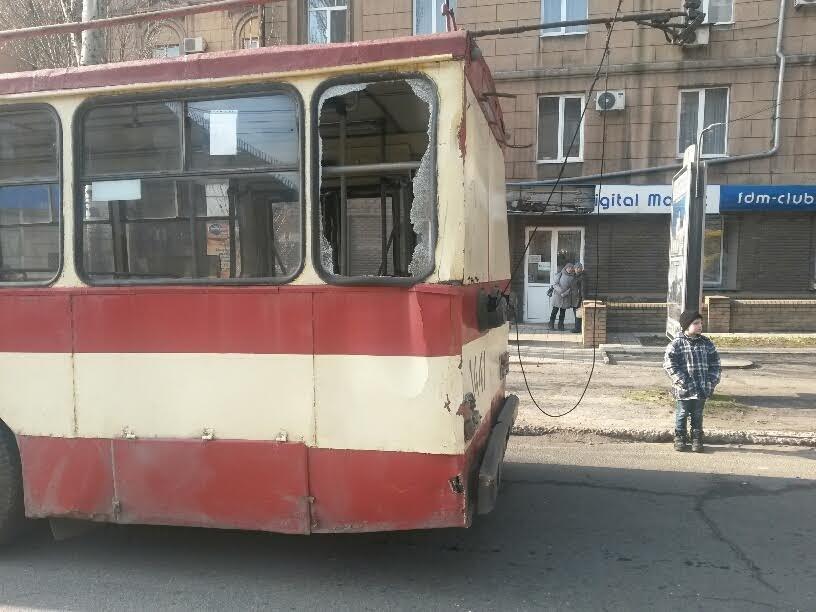 В Мариуполе маршрутка столкнулась с троллейбусом. Пострадали 8 человек (ФОТО+ДОПОЛНЕНО), фото-1