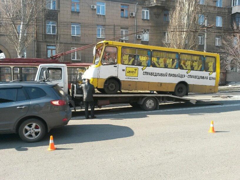 В Мариуполе маршрутка столкнулась с троллейбусом. Пострадали 8 человек (ФОТО+ДОПОЛНЕНО), фото-4