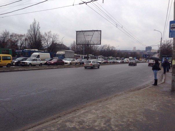 На Салтовке - пробка из троллейбусов (ФОТО) (фото) - фото 1