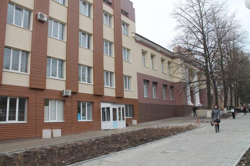 В начале апреля состоится торжественное открытие поликлиники, фото-1