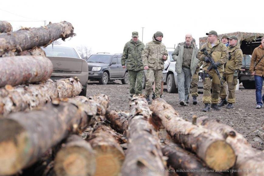Губернатор Луганщины в Золотом осмотрел пропускной пункт и сделал анонс важного события (ФОТО), фото-1