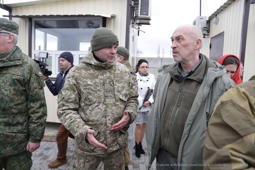 Губернатор Луганщины в Золотом осмотрел пропускной пункт и сделал анонс важного события (ФОТО), фото-3