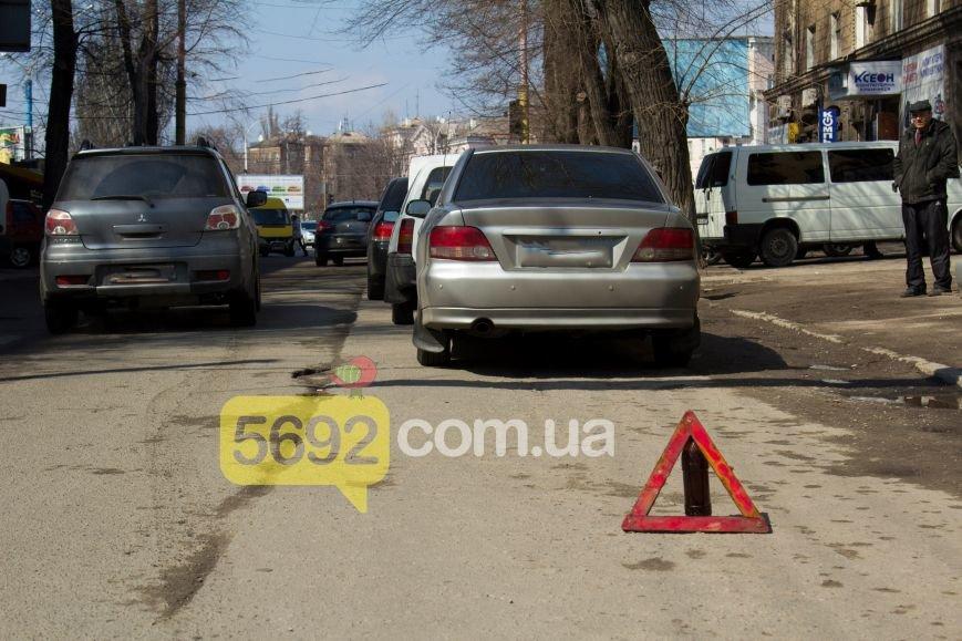 В центре Днепродзержинска произошло тройное ДТП (фото) - фото 1